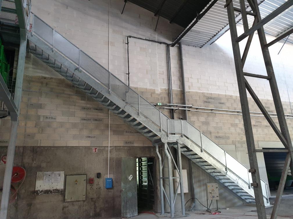 escalier dans un batiment industriel